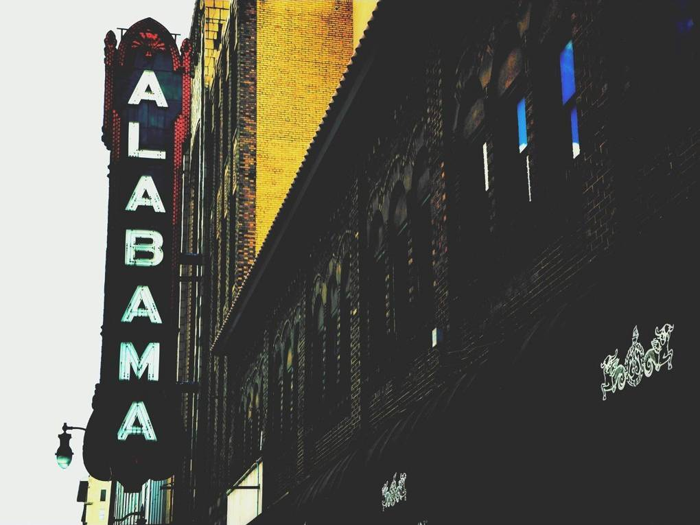 Alabama's facts maps and major attractions.